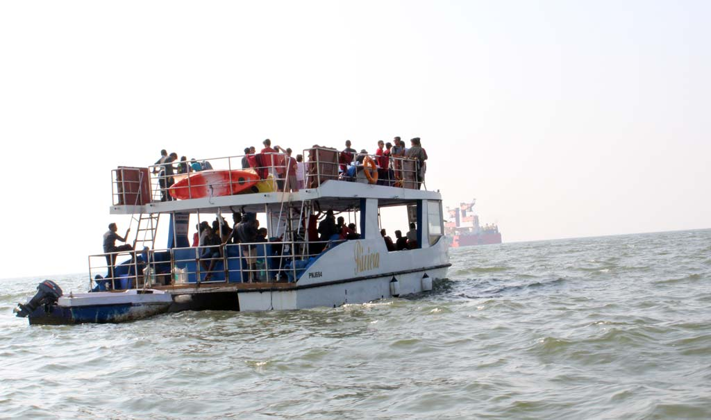 boat-cruise-with-water-activities-in-goa